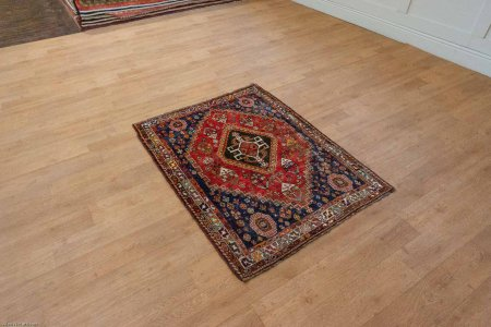 Hand Knotted Qashgai Rug From Iran (Persian)